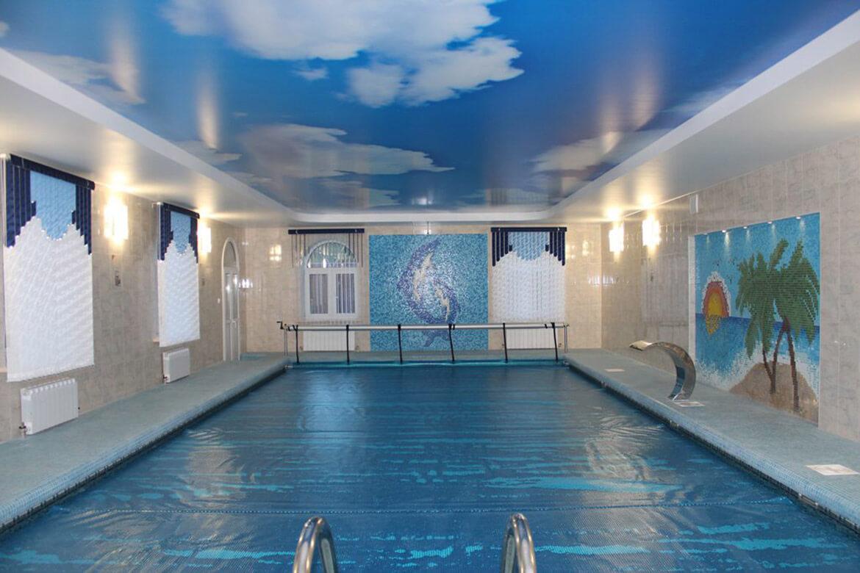 фото потолка в бассейне